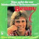 Benny-Was-geht-da-vor-hinter-Bilys-scheunentor
